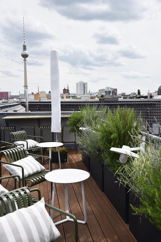 Circus Hotel Berlin Rooftop Terrace und Berliner Fernsehturm