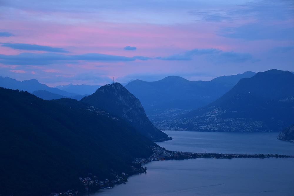 Hotel Serpiano Tessin Blick auf Lugano bei Sonnenuntergang