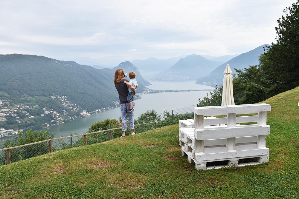 Hotel Serpiano im Tessin Travel Sisi und kleiner Globetrotter geniessen die Aussicht auf den Lago di Lugano