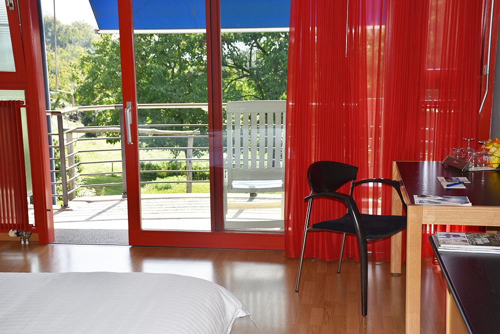 Hotel Serpiano Tessin Zimmer mit Schreibtisch