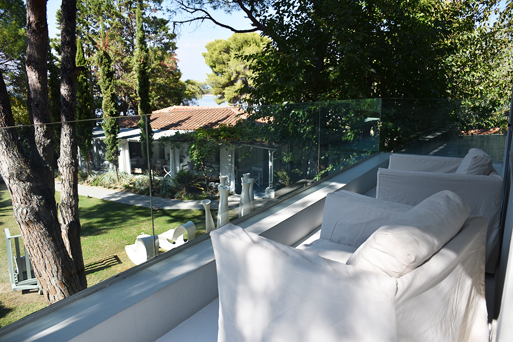 Ekies All Senses Resort Balkon der Junior Suite mit Blick auf das Meer