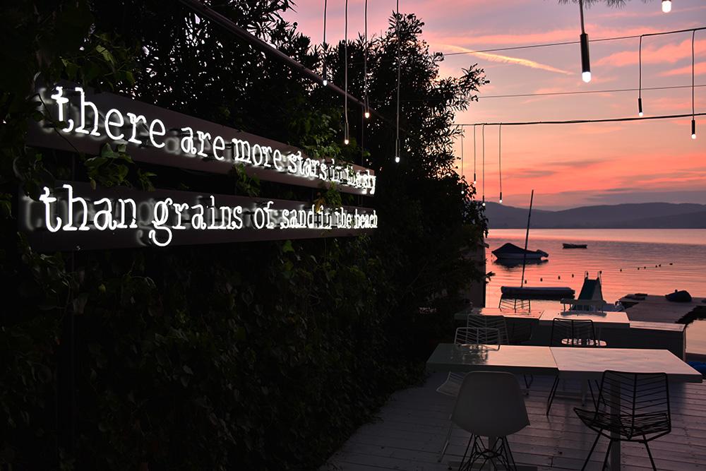 Ekies All Senses Resort Restaurant Terrasse mit Sonnenuntergang