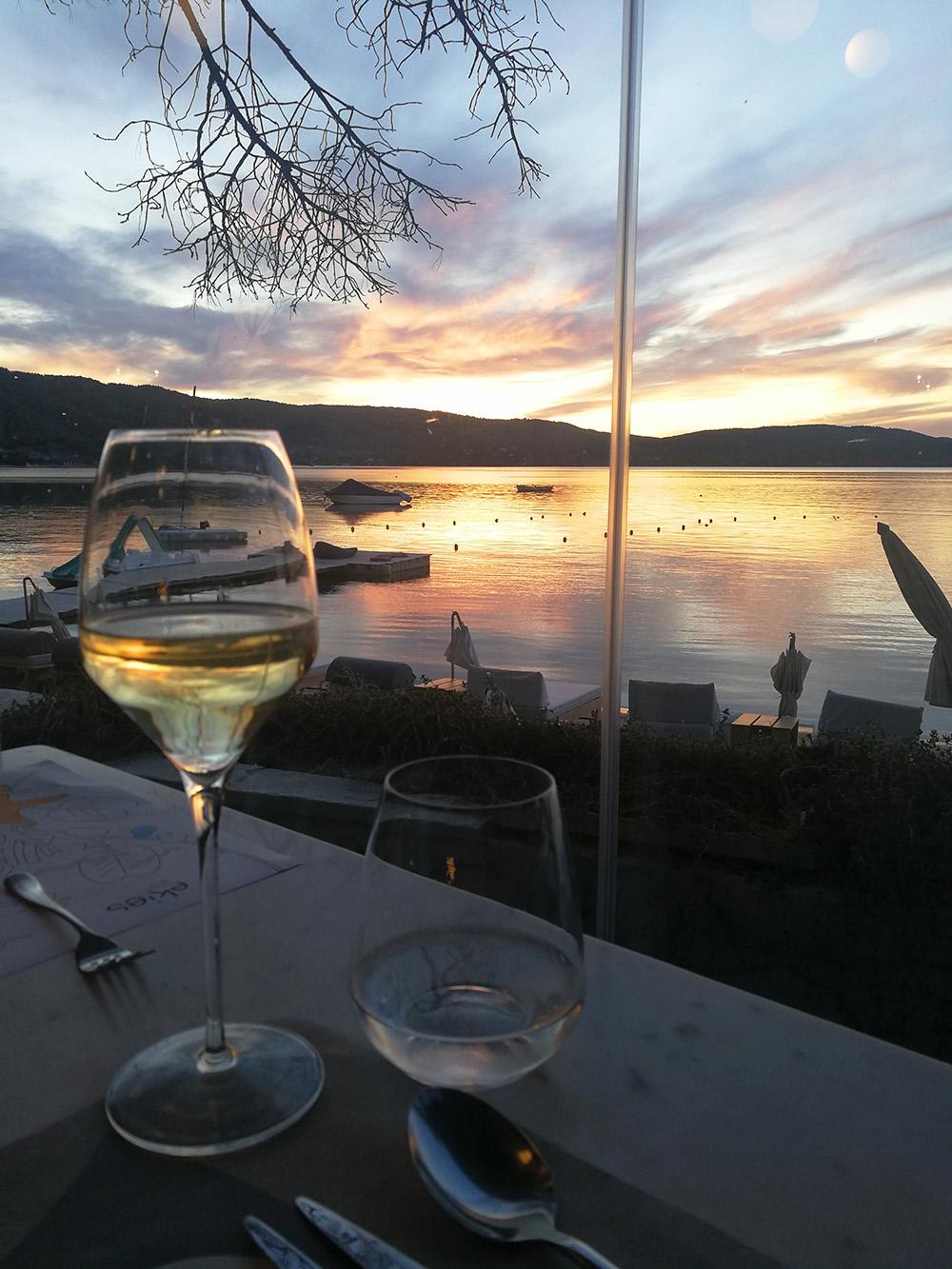 Ekies All Senses Resort Sonnenuntergang beim Essen