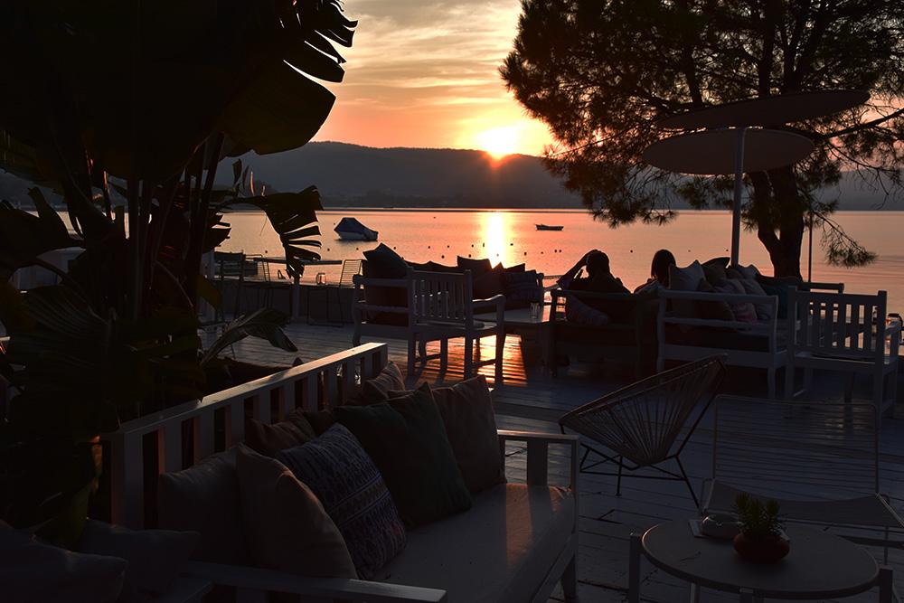 Ekies All Senses Resort Sonneuntergang auf der Terrasse