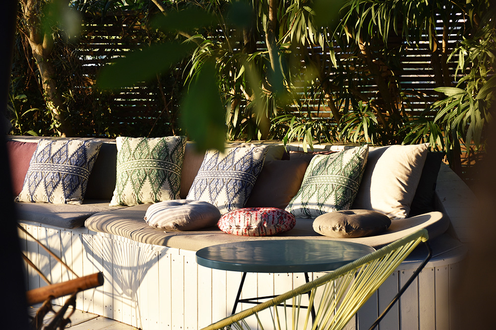 Ekies All Senses Resort bequeme Sofas auf der Terrasse