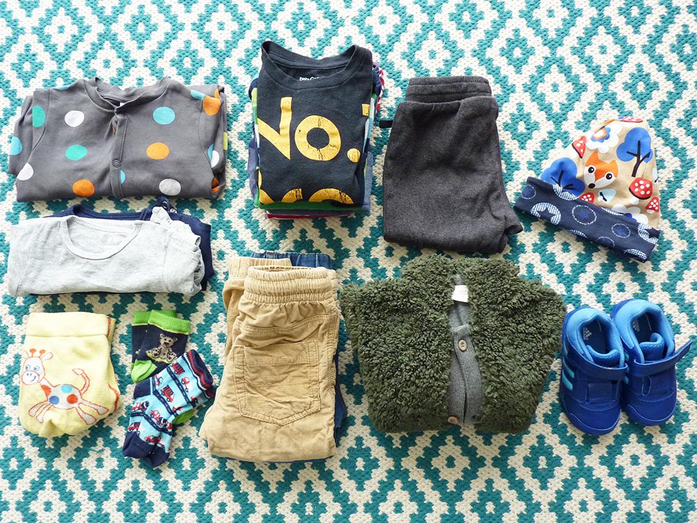Reisen mit Kleinkind Koffer packen