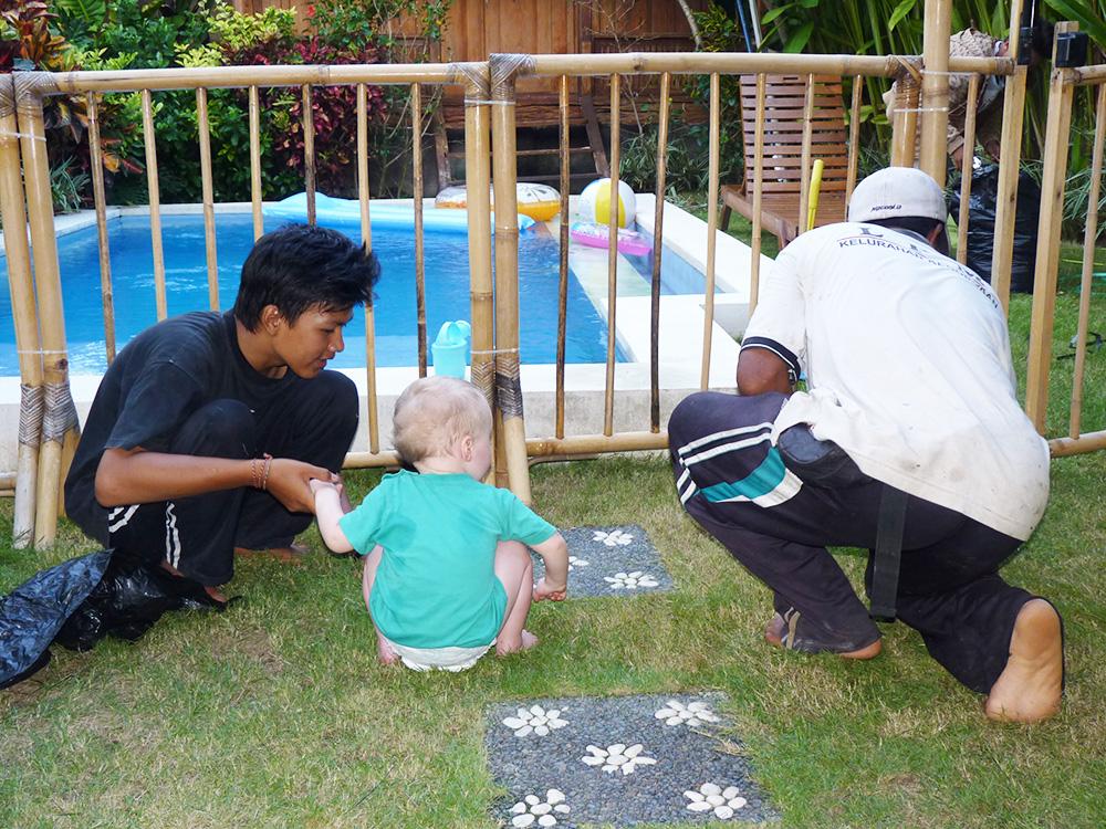 Reisen mit Kleinkind Kontakt mit der lokalen Bevölkerung