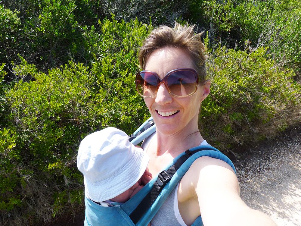 Reisen mit Kleinkind Travel Sisi und der kleine Globetrotter in der Trage