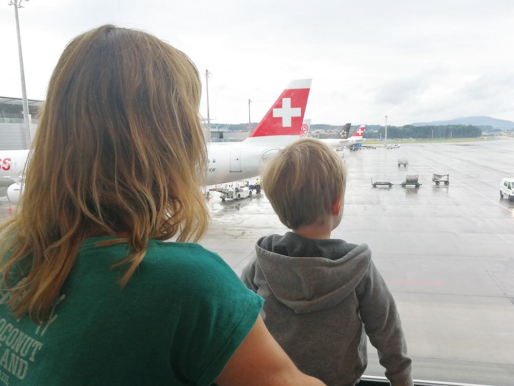 Reisen mit Kleinkind am Flughafen