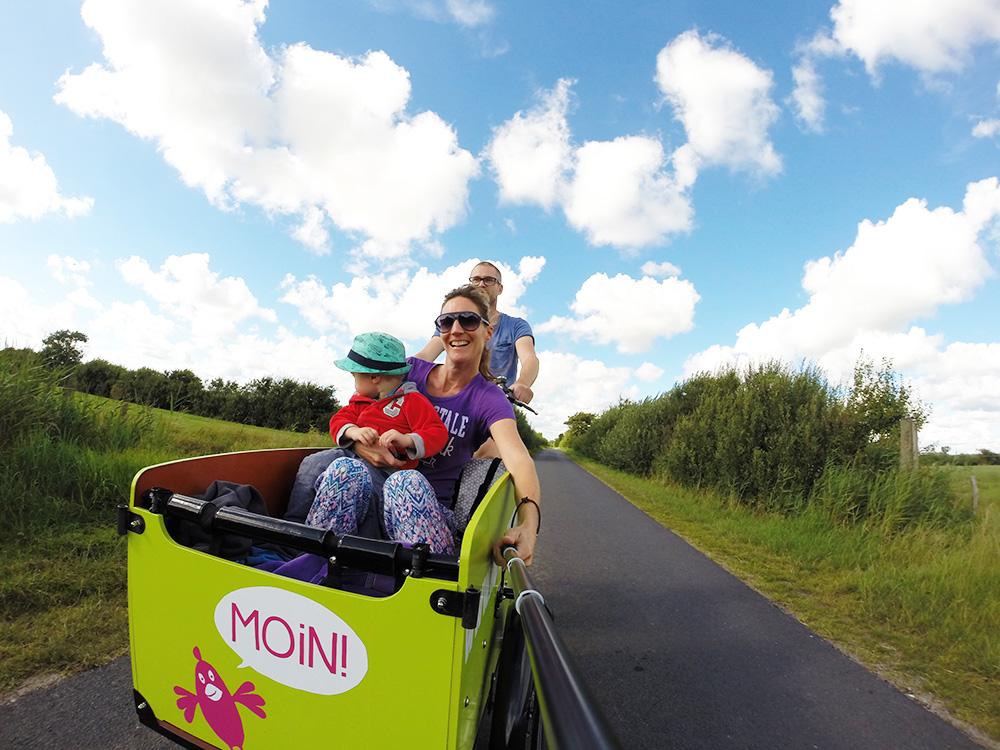Reisen mit kleinem Kind als Familie unterwegs auf Föhr