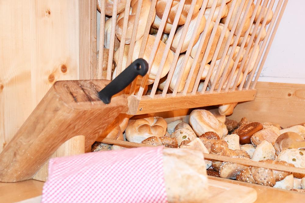 Familotel Landgut Furtherwirt frisches Brot zum Frühstück