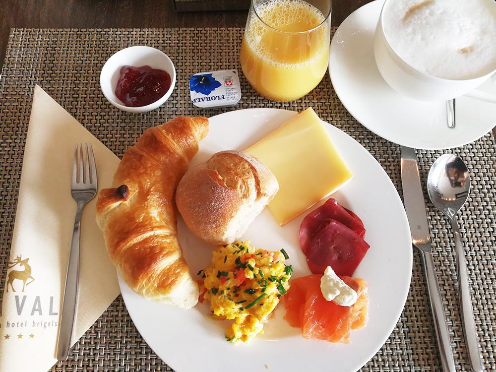 Bergspa Hotel LA VAL Hoteltipp für Brigels Frühstück