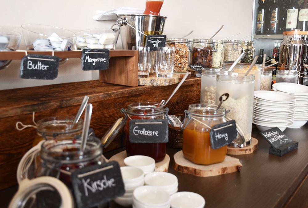 Bergspa Hotel LA VAL Hoteltipp für Brigels Marmelade beim Frühstück