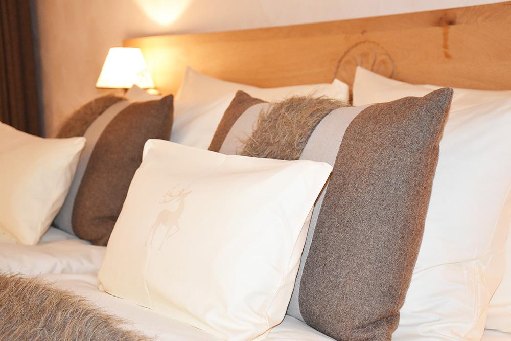 Bergspa Hotel LA VAL Hoteltipp für Brigels kuschlige Kissen