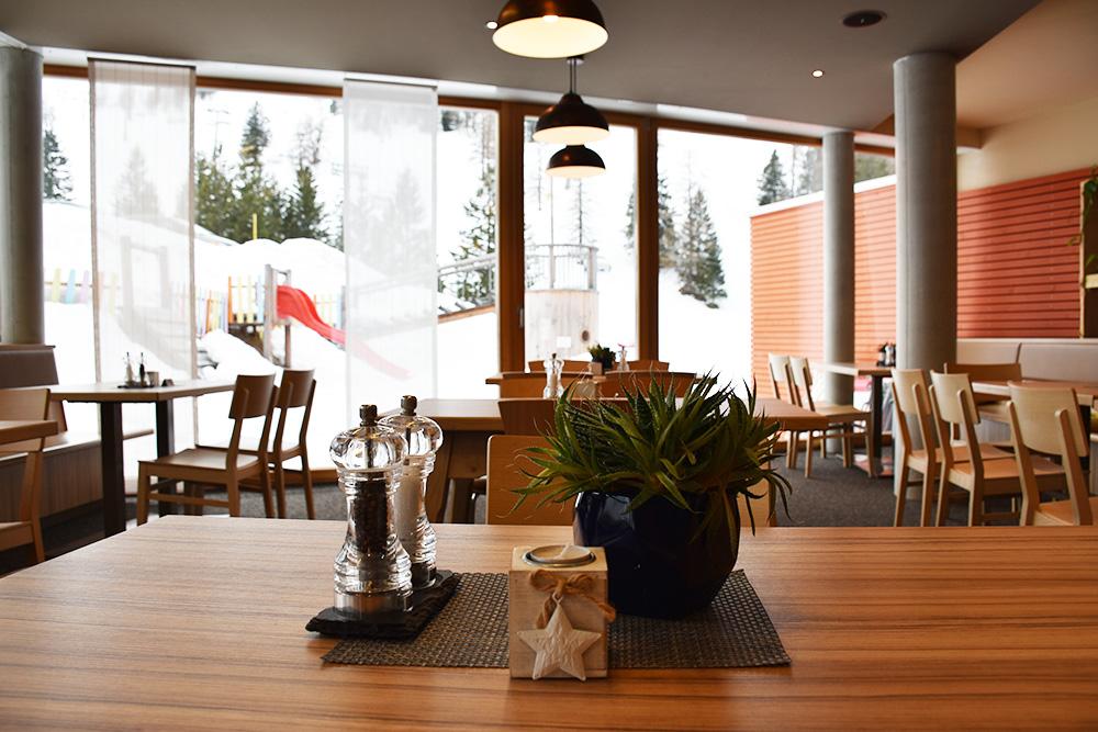 Hoteltipp Malbun JUFA Hotel Malbun - Alpin-Resort Blick vom Restaurant auf die Terrasse
