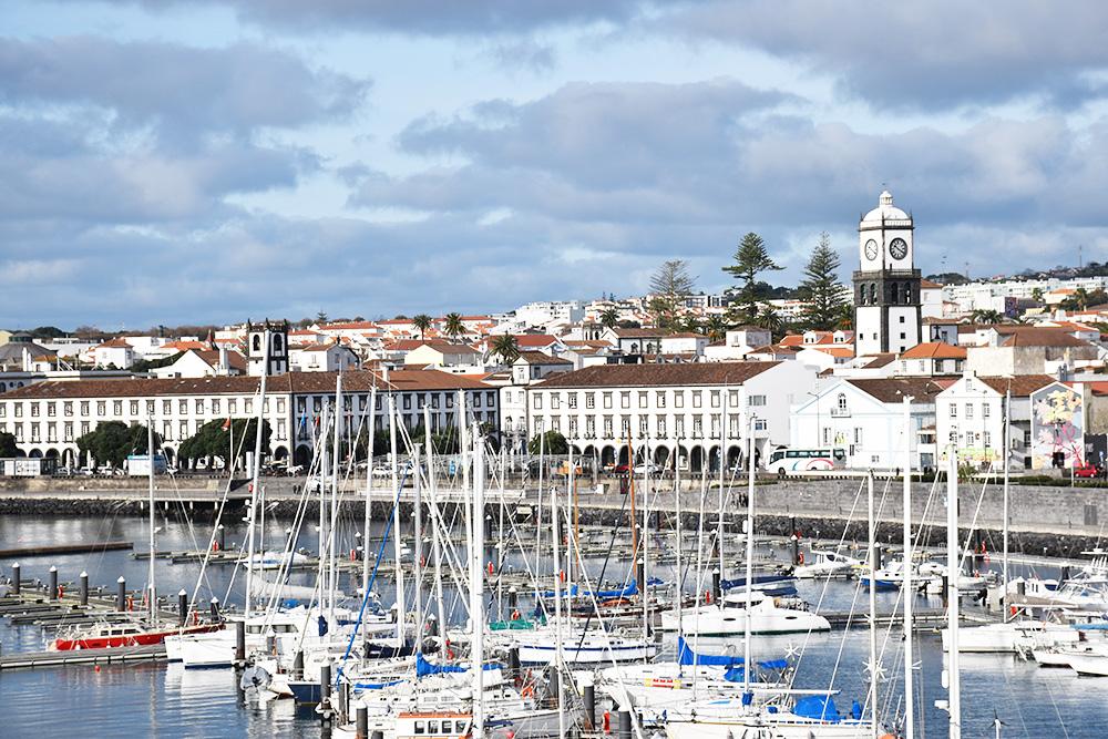 São Miguel Azoren Reisetipps Blick auf Ponta Delgada von den Portas do Mar