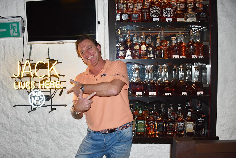 Reisetipps Wengen unterwegs mit Jack Daniel's Ronald in der Tanne Bar