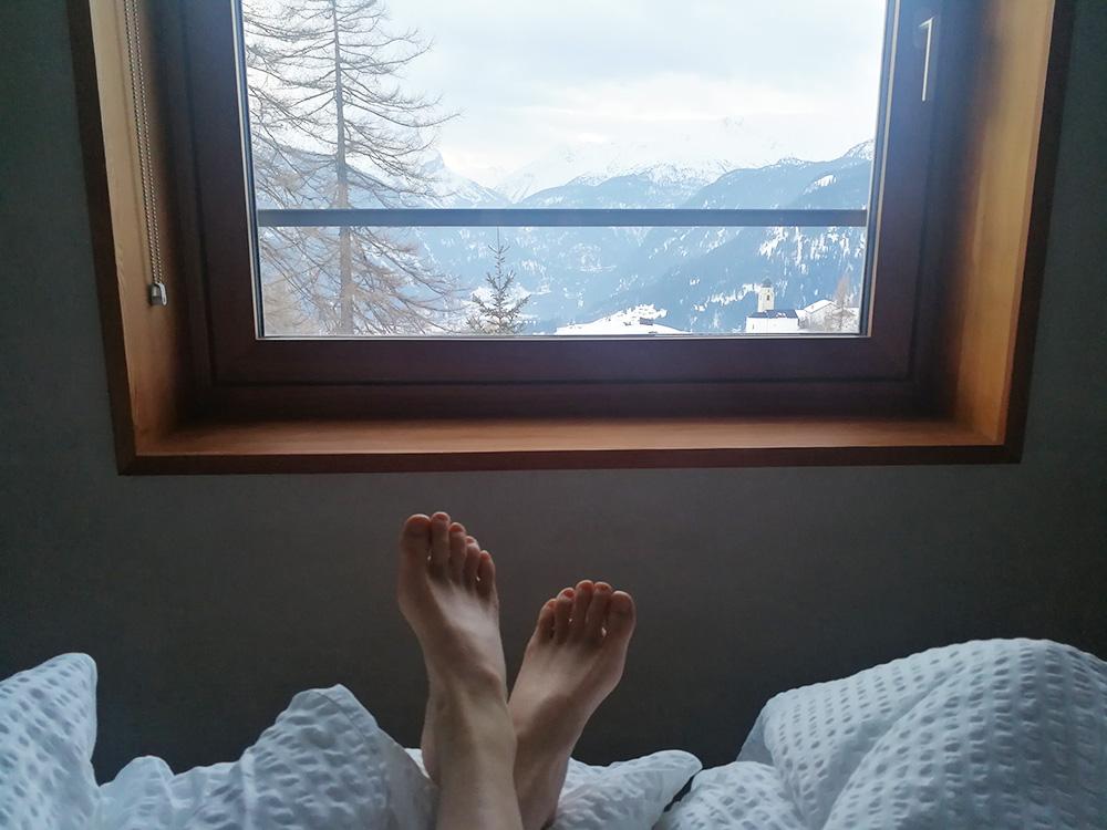 Hoteltipp Mathon Graubünden Pensiun Laresch Aufwachen mit Bergblick