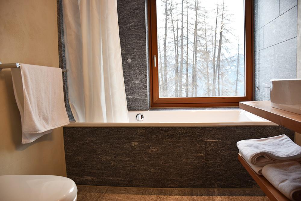 Hoteltipp Mathon Graubünden Pensiun Laresch Badezimmer Lodge Suite