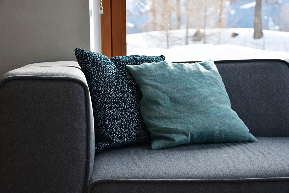Hoteltipp Mathon Graubünden Pensiun Laresch Sofa in der Lounge