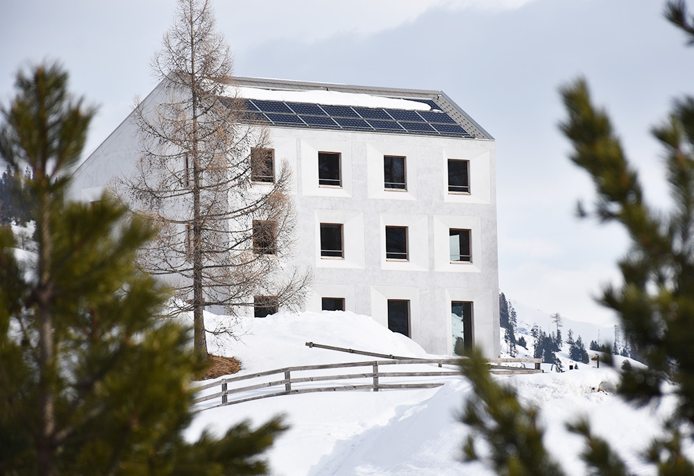 Hoteltipp Mathon Graubünden Pensiun Laresch zwischen den Bäumen