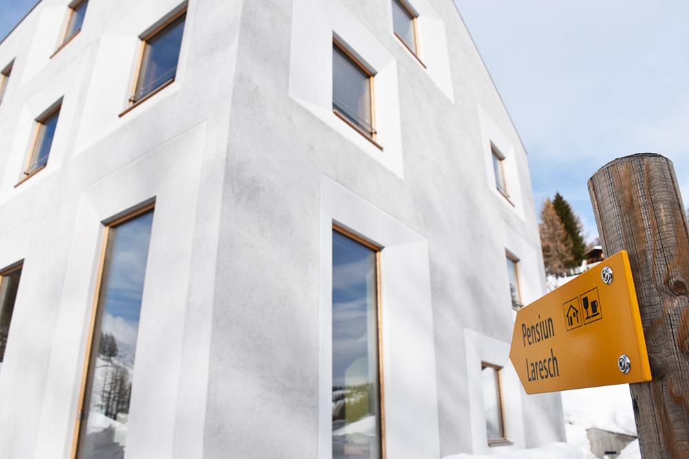 Hoteltipp Mathon Graubünden Schweiz Pensiun Laresch Eingangsschild