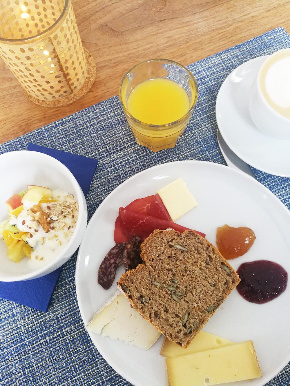 Hoteltipp Mathon Graubünden Pensiun Laresch Frühstück