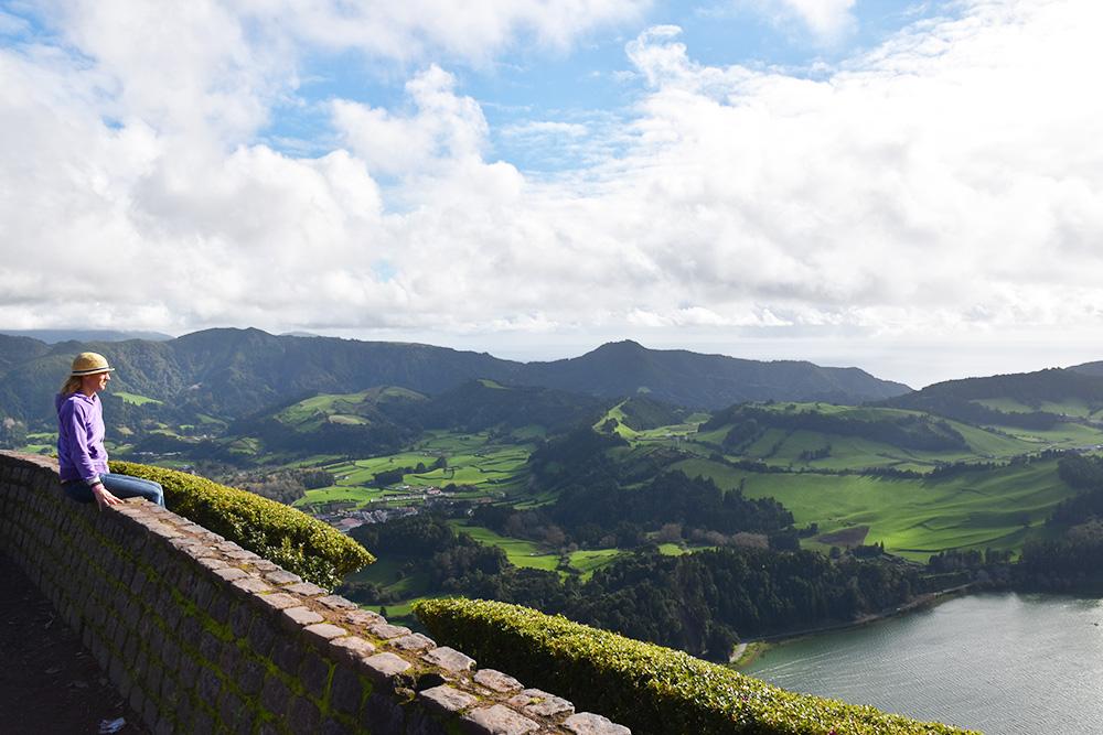 Reisetipps Furnas São Miguel Azoren Travel Sisi blickt vom Pico do Ferro