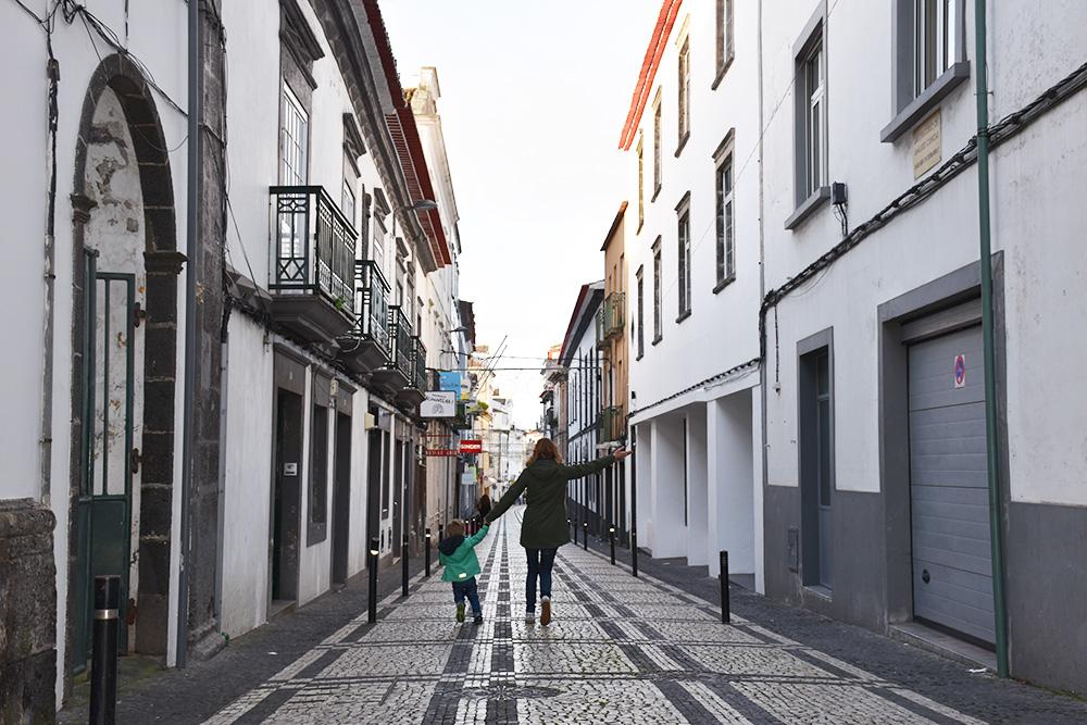 Azoren mit Kleinkind Travel Sisi mit Sohn in Ponta Delgada