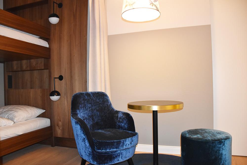 Hoteltipp Innsbruck STAGE12 Hotel by Penz Sitzecke im Familienzimmer
