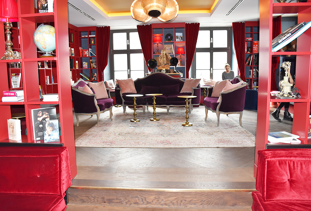 Hoteltipp München 25hours Hotel The Royal Bavarian Lounge