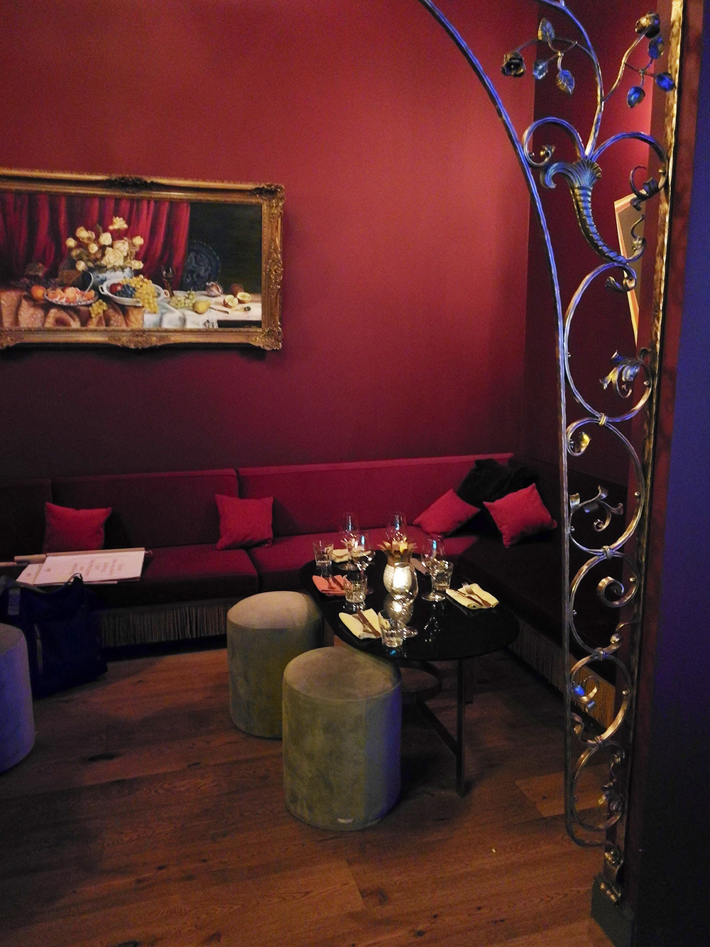 Hoteltipp München 25hours Hotel The Royal Bavarian Séparéé im Neni Restaurant