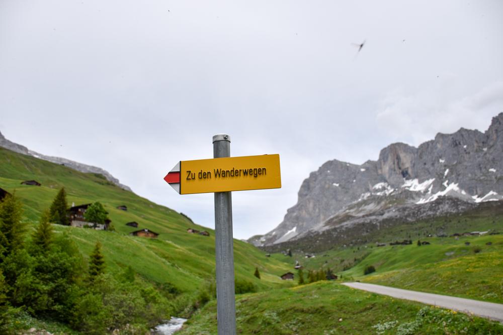 Ausflugstipp im Prättigau Wanderung zum Partnunsee Wanderweg Schild