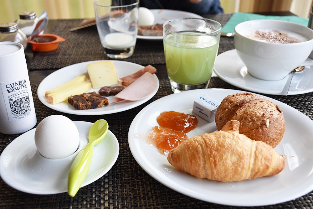 Guarda Lodge Hoteltipp für Guarda Frühstückstisch