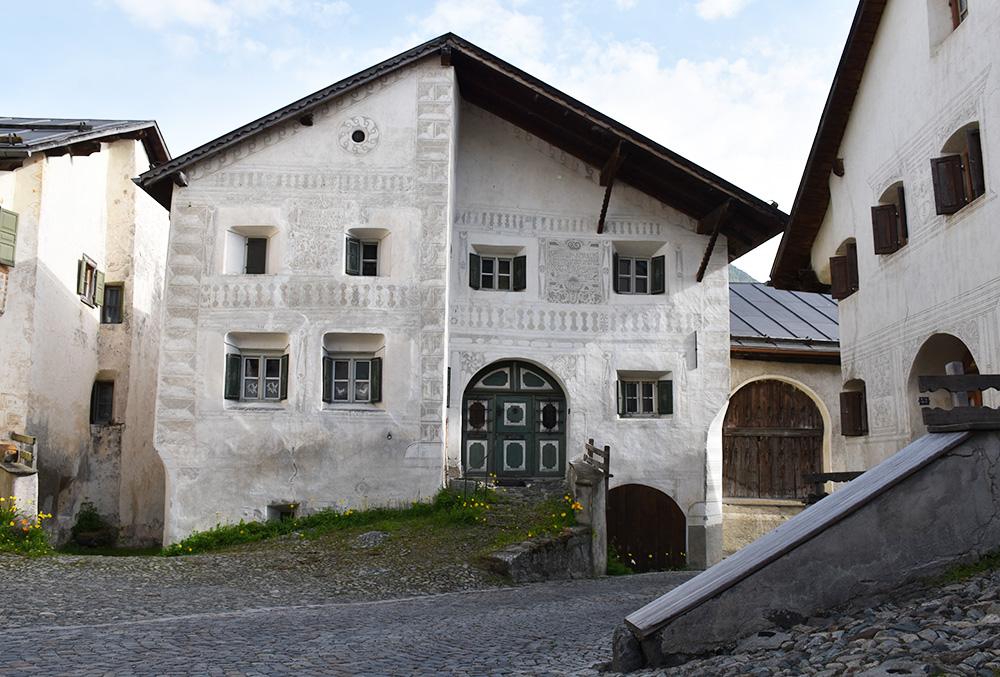 Guarda Lodge Hoteltipp für Guarda Schellen Ursli Haus im Dorf