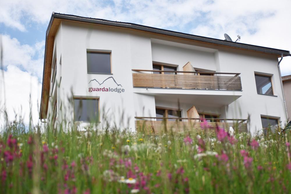 Guarda Lodge Hoteltipp für Guarda mitten in den Blumenwiesen befindet sich die Guarda Lodge