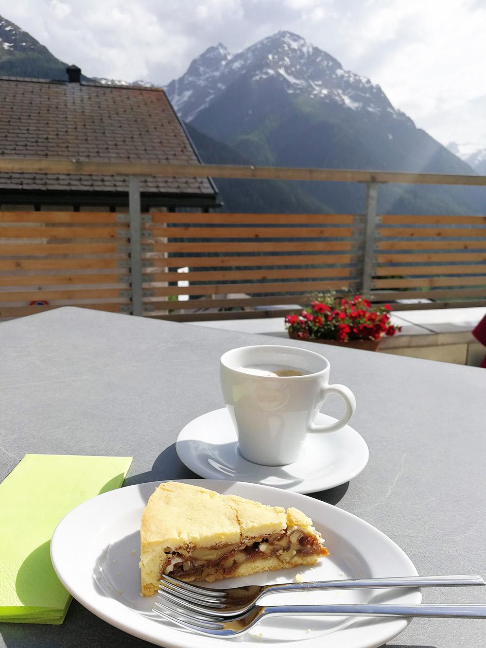 Guarda Lodge Hoteltipp für Guarda feine Bündner Nusstorte zum Zvieri