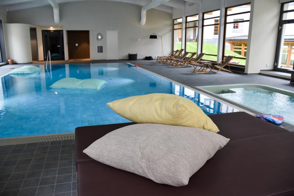 Familienwochenende in der Lenzerheide Sternennacht-Familienpool im Hotel Schweizerhof