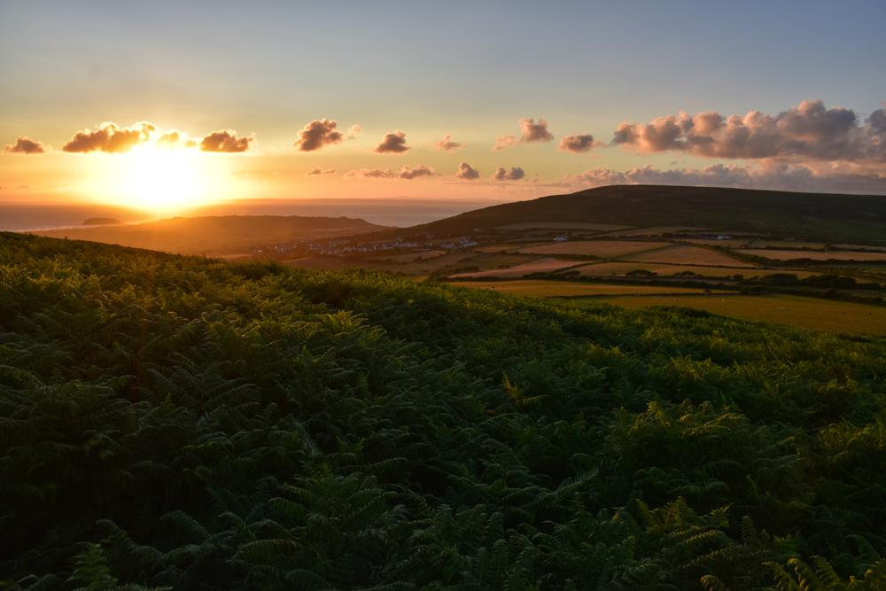 Glamping Gower Peninsula Wiesenbett Hillside Farm Sonnenuntergang
