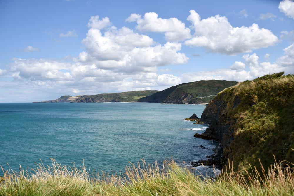 Wales Highlights tolle Ausblicke beim Wandern auf dem Coast Path