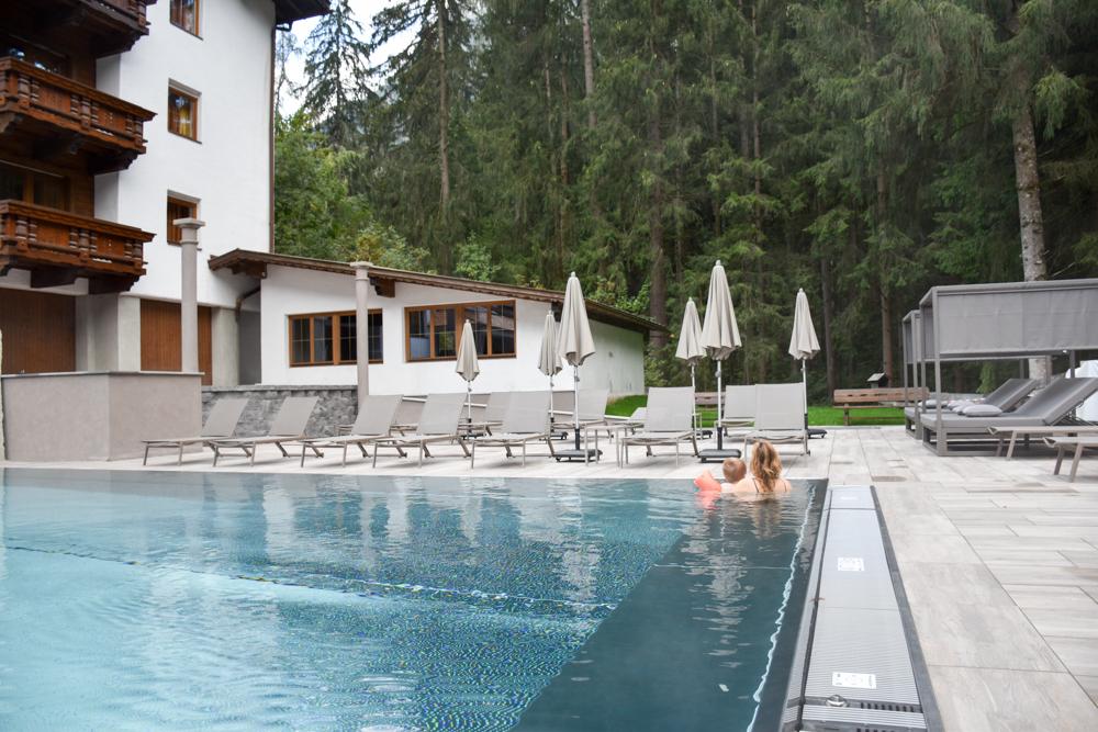 Ötztal mit Kind Aussenschwimmbad Aktivhotel Waldhof Oetz