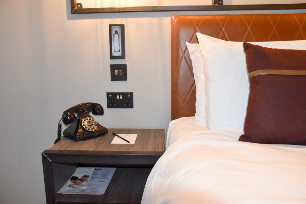 Hotel Indigo Cardiff Wales Bett im Superior Zimmer