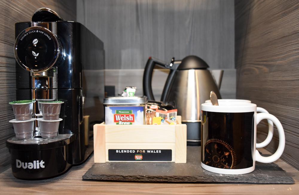 Hotel Indigo Cardiff Wales Kaffeemaschine im Superior Zimmer