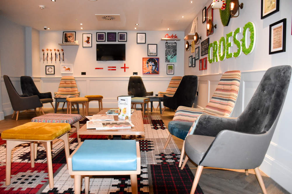 Hotel Indigo Cardiff Wales stylische Lounge