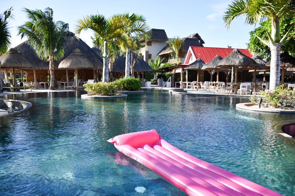 Hoteltipp Mauritius Hotel Zilwa Attitude Pool mit Luftmatratze