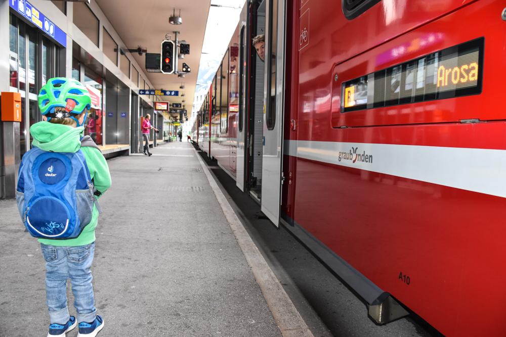 Familienausflug Arosa Bärenland Anreise mit der Rhätischen Bahn