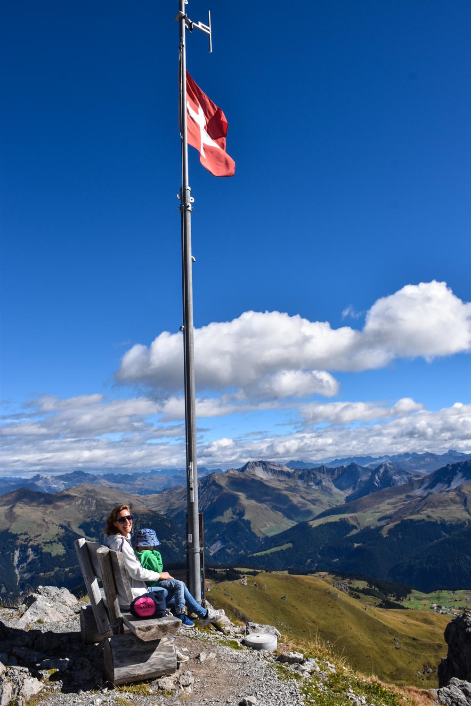 Familienausflug Arosa Bärenland Aussicht geniessen auf dem Weisshorngipfel
