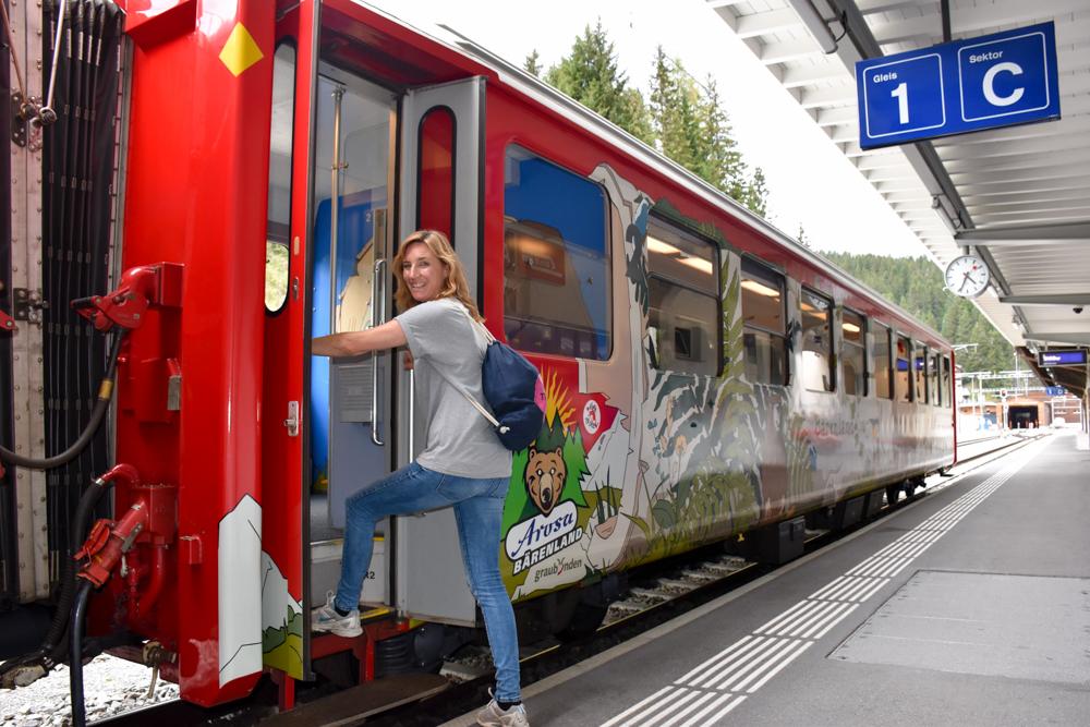 Familienausflug Arosa Bärenland Fahrt mit der Rhätischen Bahn