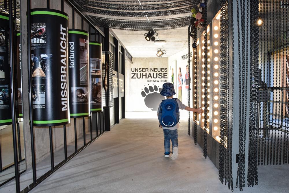 Familienausflug Arosa Bärenland Informationen über Tierhaltung und Napas Vergangenheit