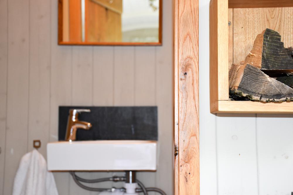 Glamping Welshpool Powys Wales Blick ins Badezimmer Shepherds Hut